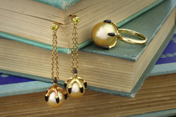 Solange Azagury-Partridge 'Ball Crusher' South Sea Pearl Set