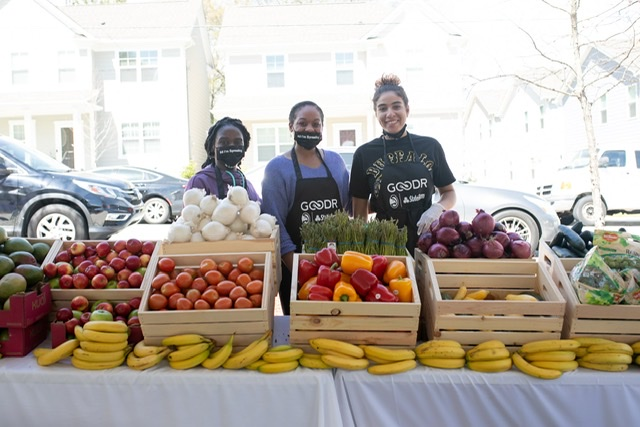 Atlanta Hawks, State Farm, and Goodr Co. serve 500+ families in pop-up grocery store