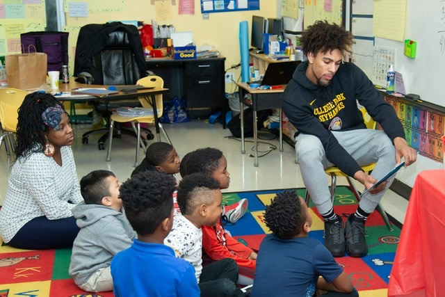 SKYHAWKS PARTICIPATE IN READ ACROSS AMERICA DAY AT COLLEGE PARK ELEMENTARY