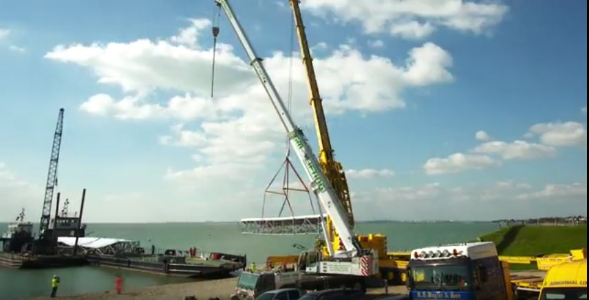 Photo of Oyster 118 hull moulds arrival – An incredible TimeLapse