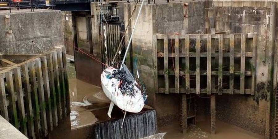 Photo of PHOTO OF THE WEEK. The misadventure of a J/105 at Liverpool's Marina