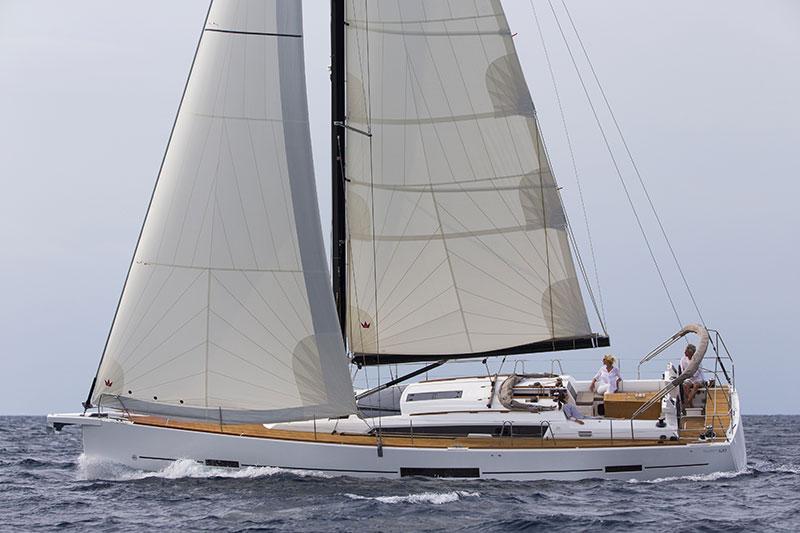 dufour-520-GL-sail-universe