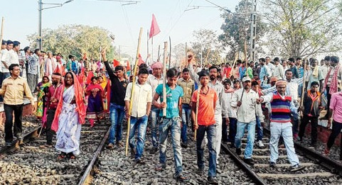 Declassified Tribes stop trains in Jharkhand
