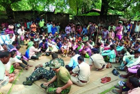 Policemen and Babus get a taste of People Power in Khunti