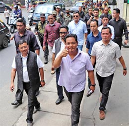 Meghalaya CM frees his office of plastic