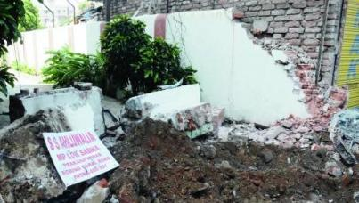 Bulldozers hound hawkers, ruffle rich feathers, free up traffic in Patna