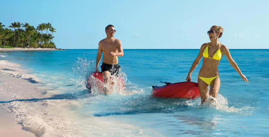 Couple_PaddleBoards_4A_activities_900x459