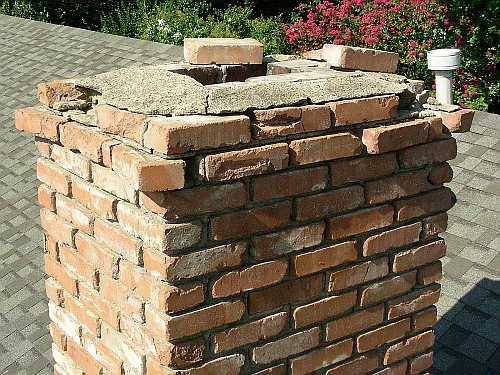 picture of cracked crown on brick chimney