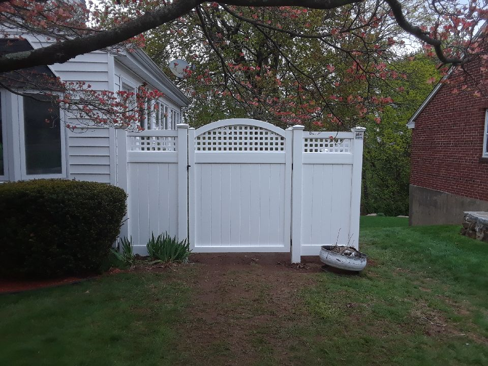 Lattice Top Vinyl Arch Gate
