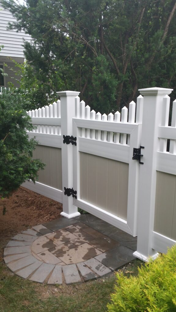 Two-Tone Solid Privacy With Picket Topper