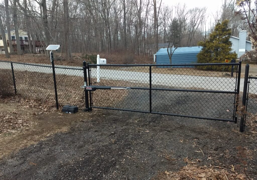 Chain-Link-Black-Powered-Gate-1024x768