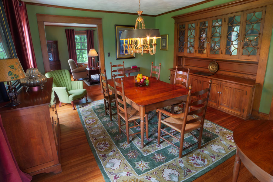 vine cottage dining room with table for six in natural bridge, virginia