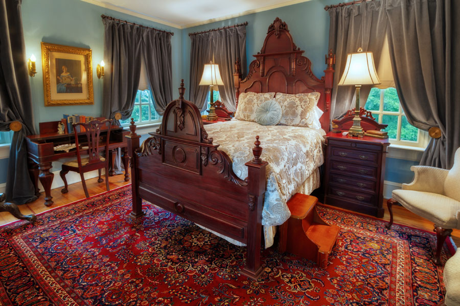 oatlands bedroom with giant antique bed at the inn at forest oaks in natural bridge virginia