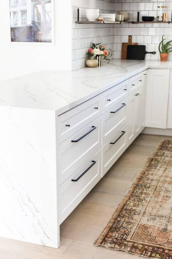 white shaker cabinet drawers near me