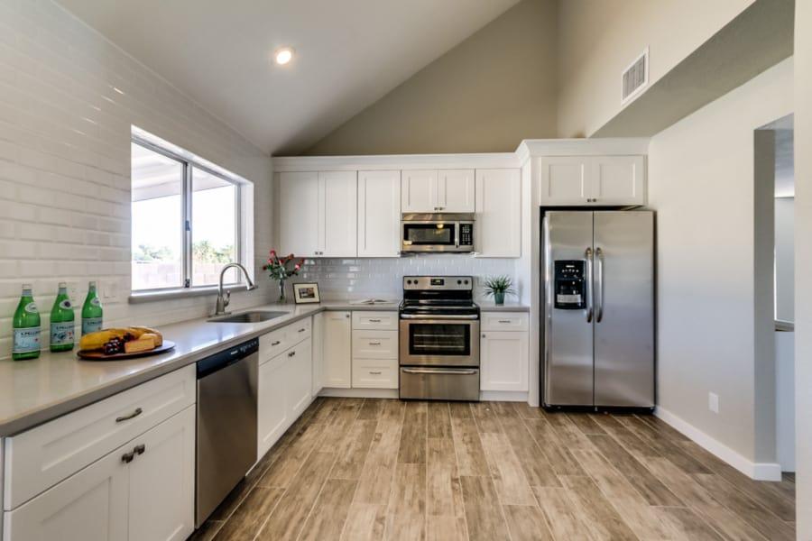 white shaker kitchen in phoenix