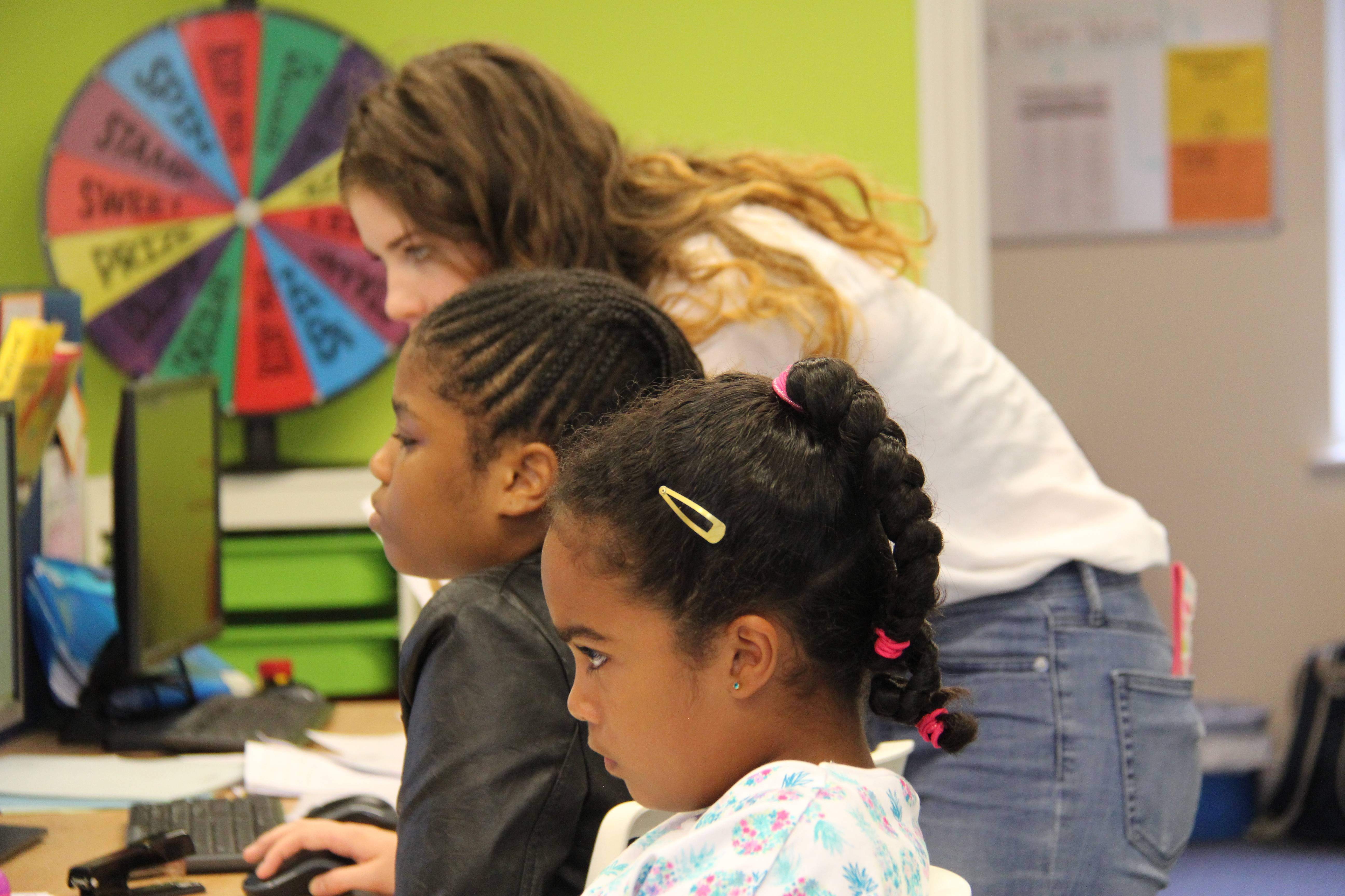 Image of kids in classroom with tutor