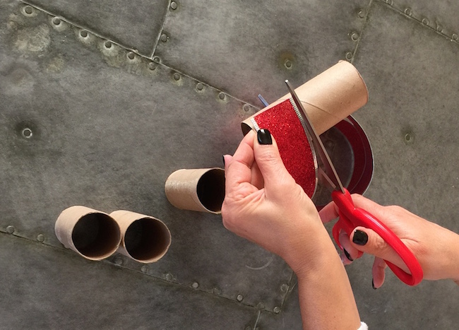 cut toilet paper roll to size of ribbon