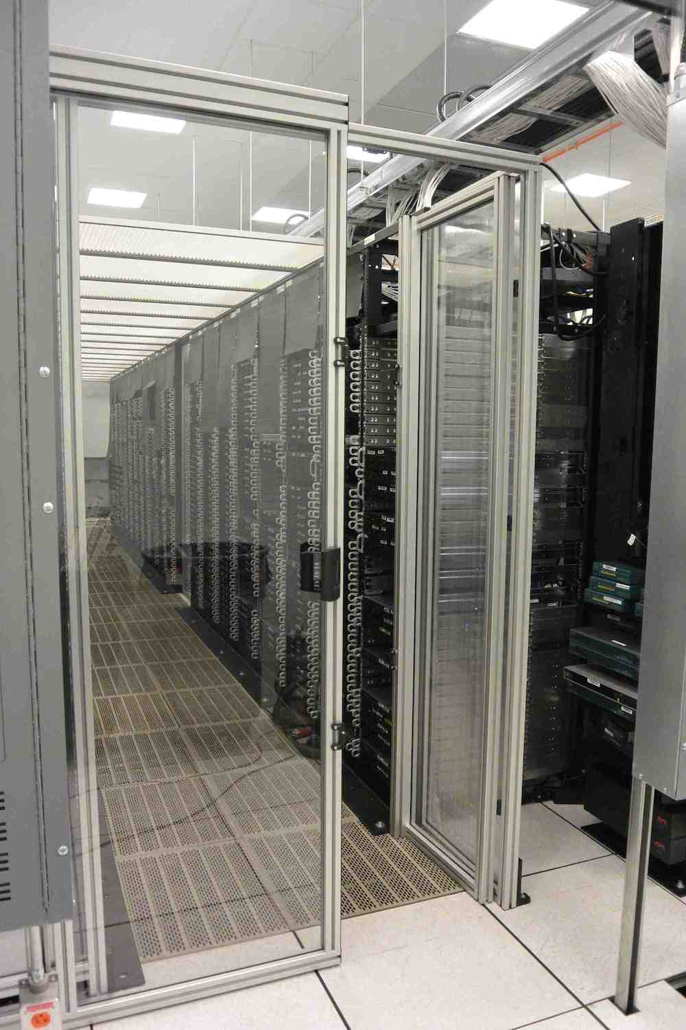 Mixed swing and sliding door for datacenter