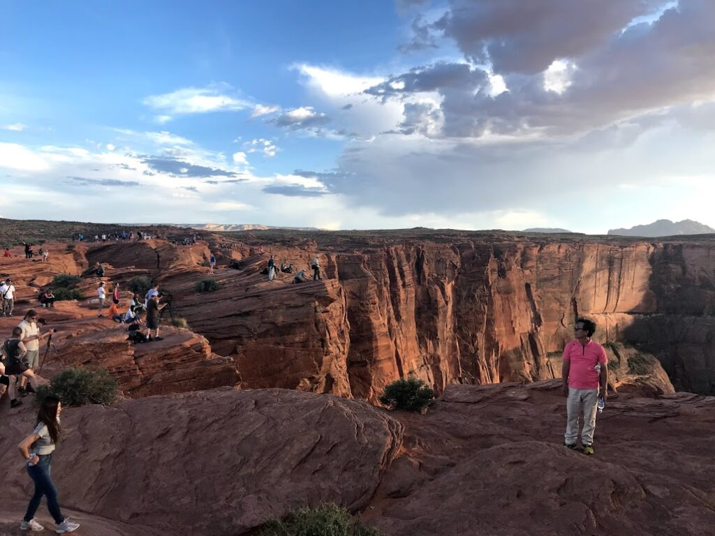 Horseshoe Bend crowd