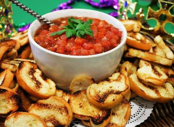 Bruschetta and toasted baguette slices