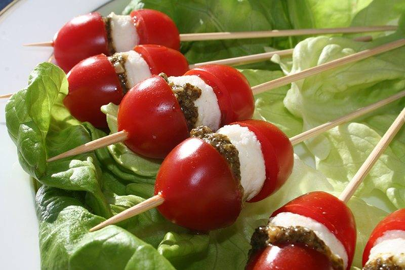 Skewers of tomatoes and mozzarella