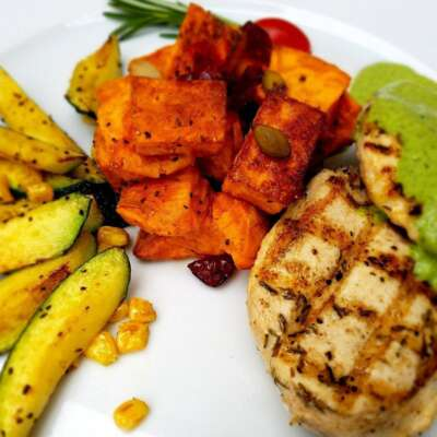 Grilled Chicken with poblano sauce