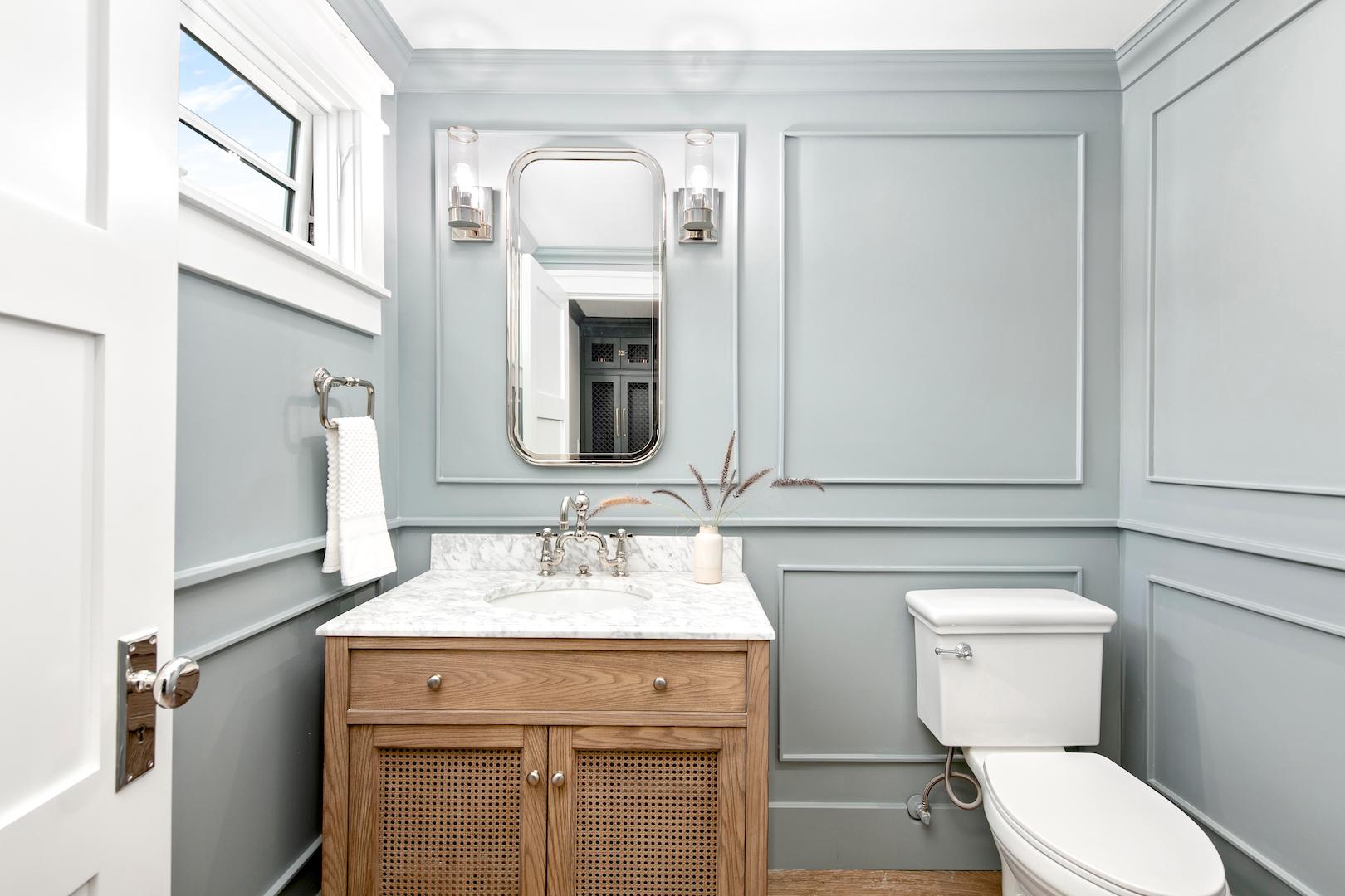 Copa De Oro Powder Bathroom