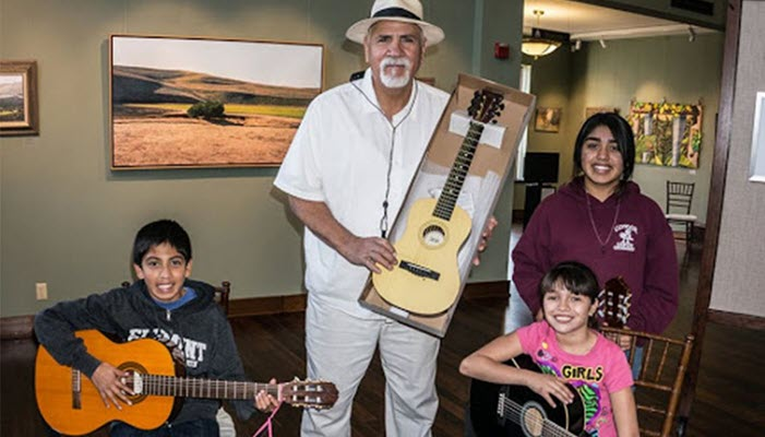 "The last arpeggio of Xavier Montes, the ""big"" wise man of Santa Paula's Chicano culture"