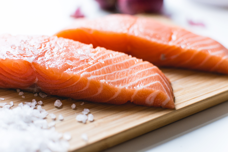 foodiesfeed.com_salmon-fillets (3)