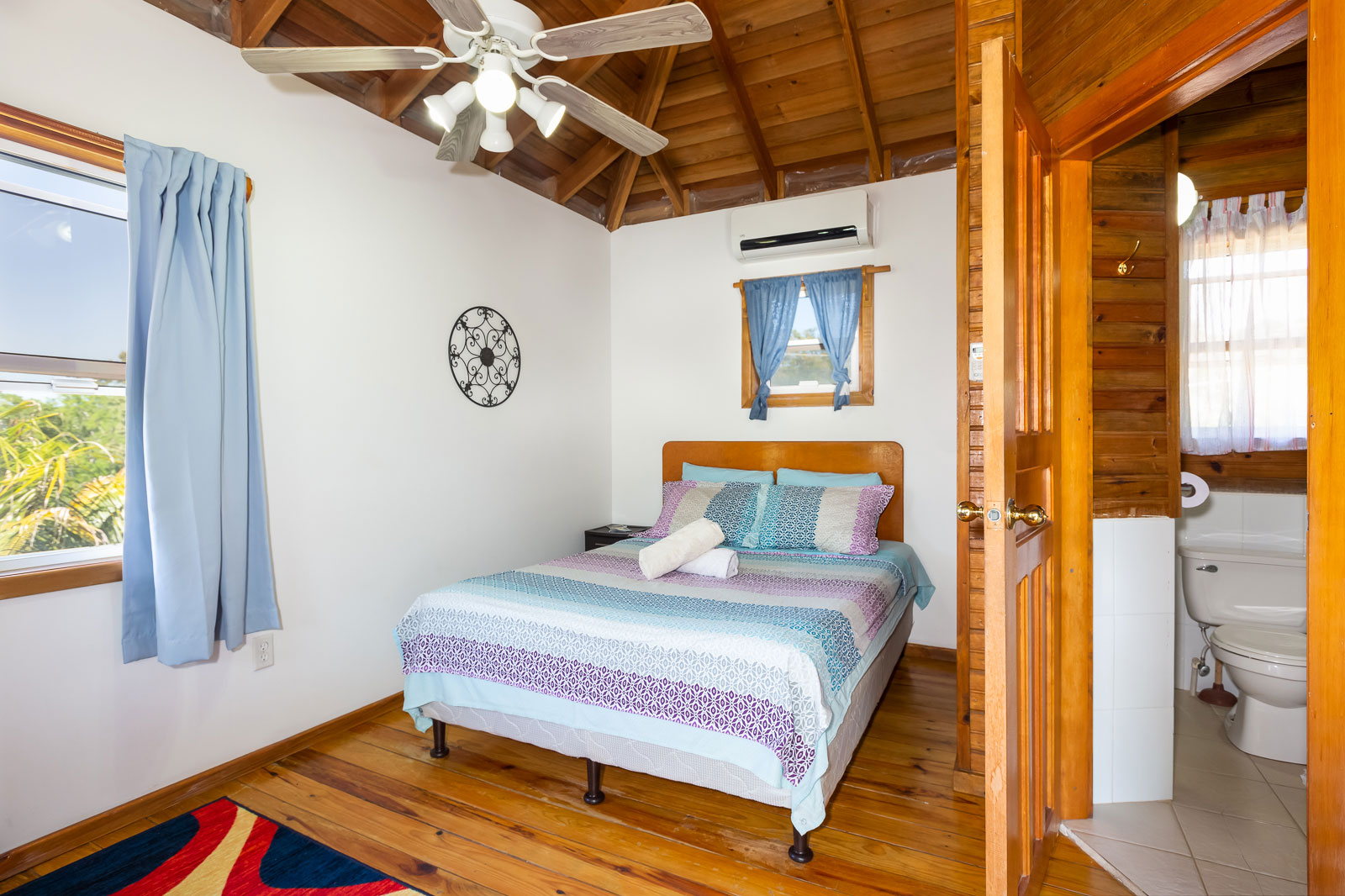 https://secureservercdn.net/166.62.111.174/170.2f8.myftpupload.com/wp-content/uploads/2020/02/places-to-stay-in-roatan.jpg?time=1607193264