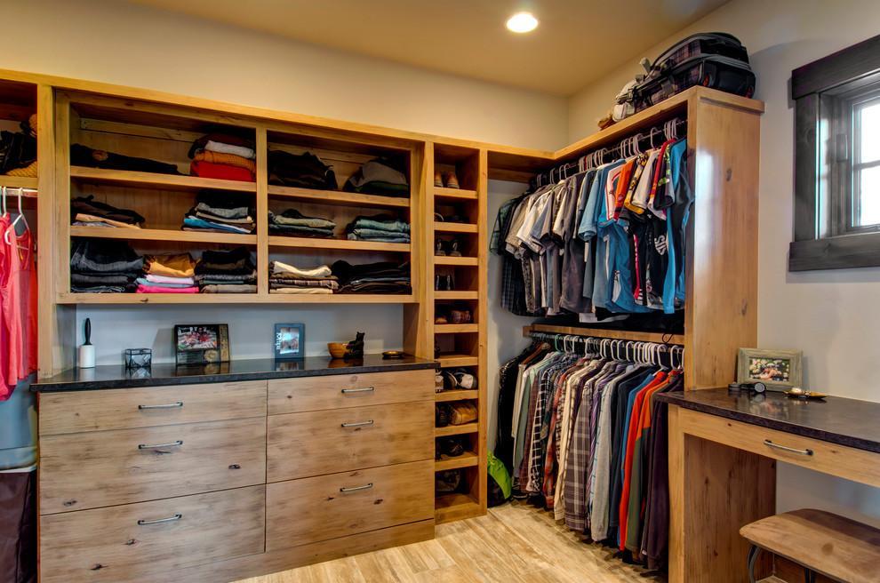 Diseño de closet con varios compartimientos
