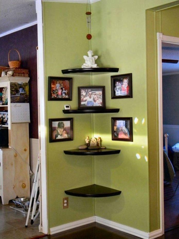 Coloca estanterías en las esquinas de tu habitación