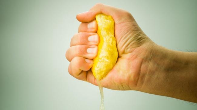 Aleja el mal olor de tus manos con limón