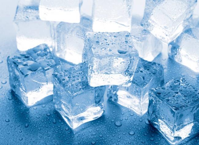 El exceso de grasa se elimina con hielo