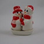 Hugging snowmen