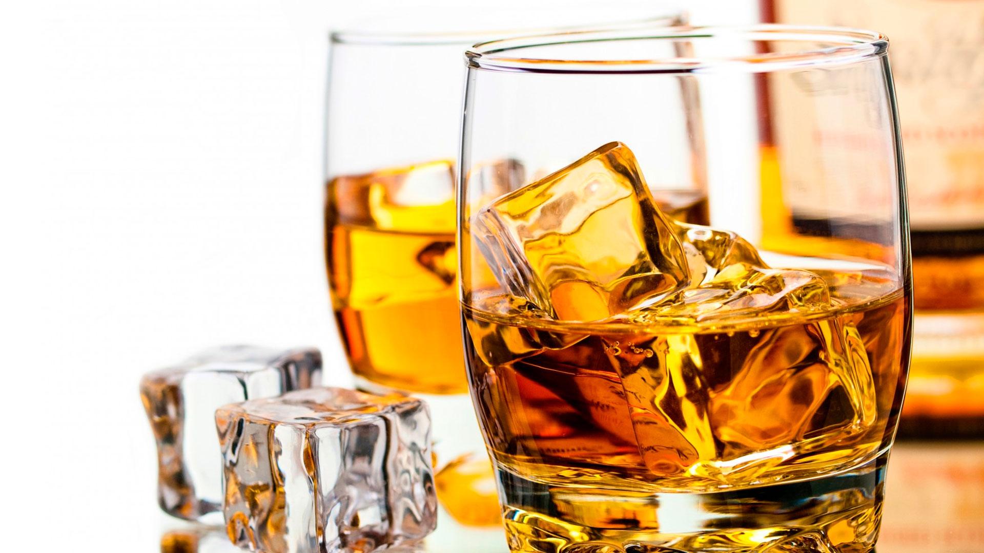 La gente que no toma alcohol muere más joven, dice estudio