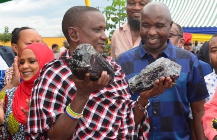 Minero se hizo rico al encontrar dos rocas de tanzanita; valuadas en 2.6 millones de euros