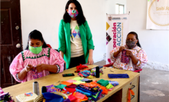 Colaboran beneficiarias de programa Superación en Acción con Volaris para elaboración de cubrebocas