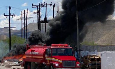 Aparatoso incendio en la Unión Ganadera moviliza a cuerpos de emergencia