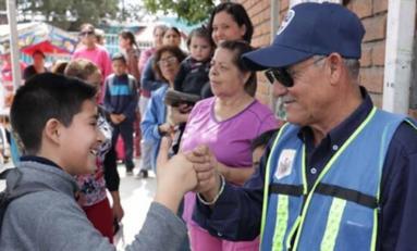 Pagará Municipio sueldo a 93 abuelitos policías pese a cierre de escuelas por contingencia
