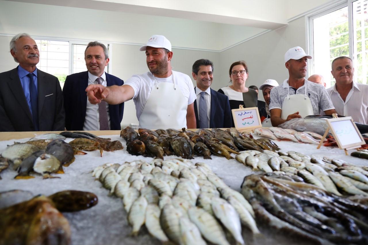 بريطانيا تدعم تأهيل مرفأ الصيادين وسوق للسمك في الجية