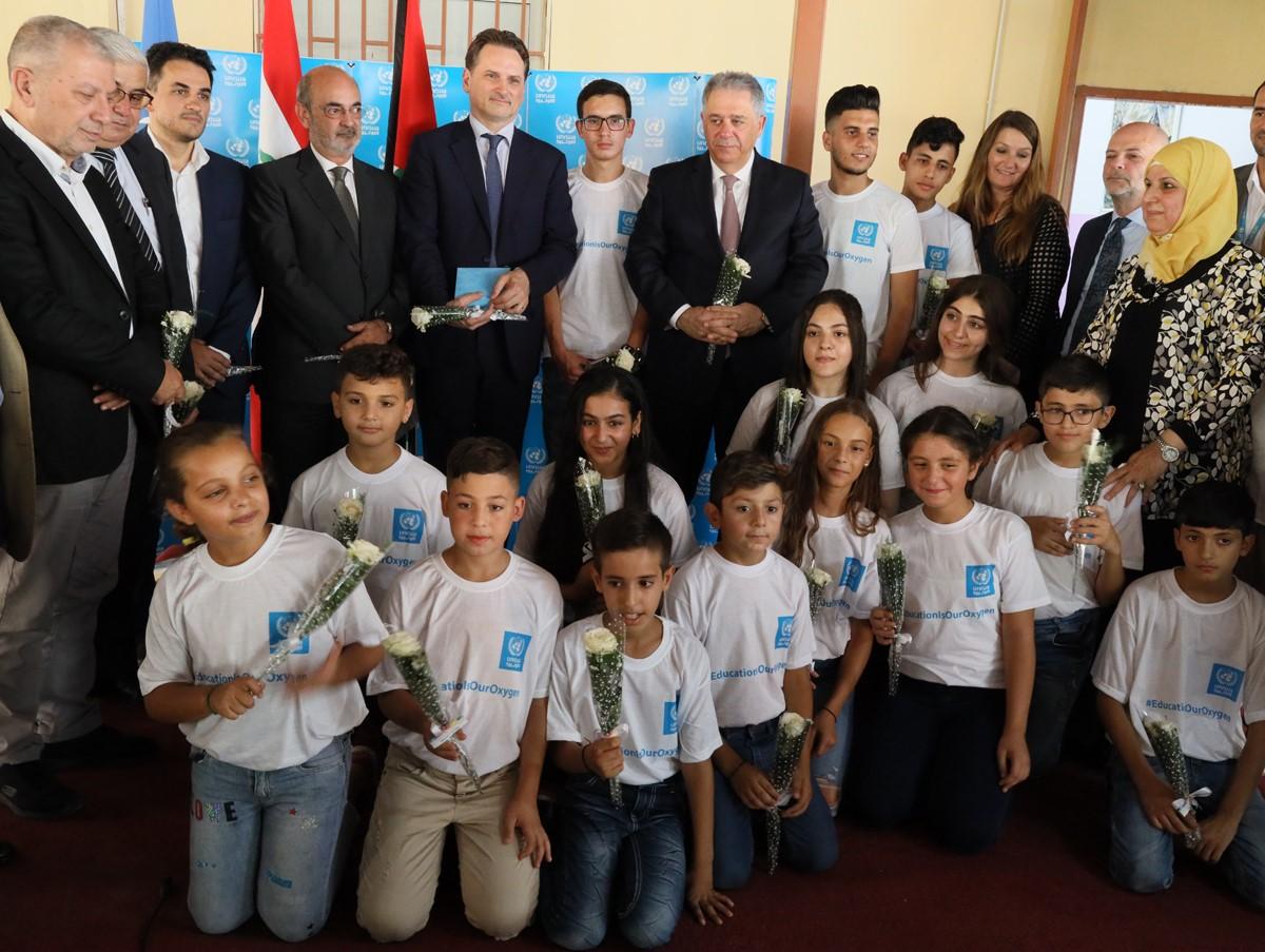 37 ألف طالب من لاجئي فلسطين  يعودون إلى مدارس الأونروا