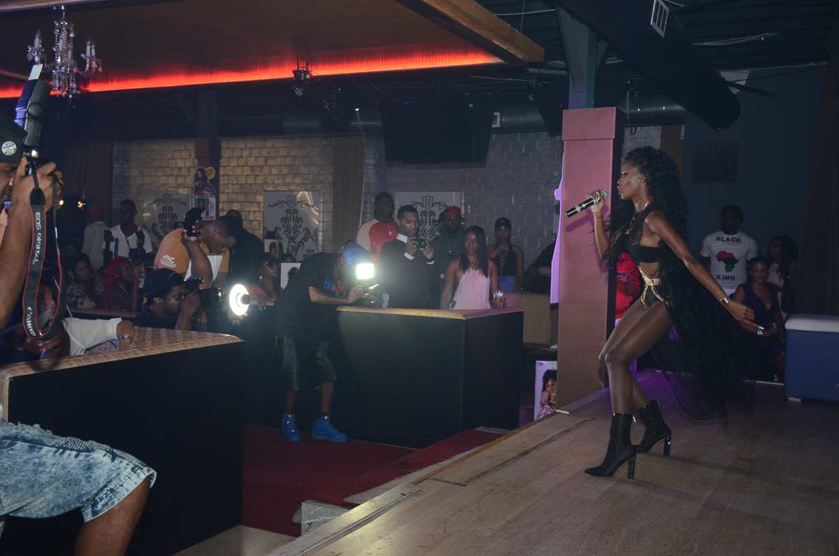 GME Recording Artist Alexis Ayaanaperforming for a packed house on the AMS Music Entertainment Soundstage(Photographer Briana Crudup Hip Hop Weekly Staff Photographer)