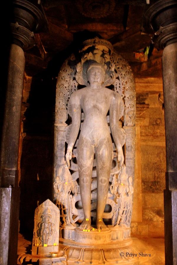 Parsvanatha Tirtankara statue halebidu
