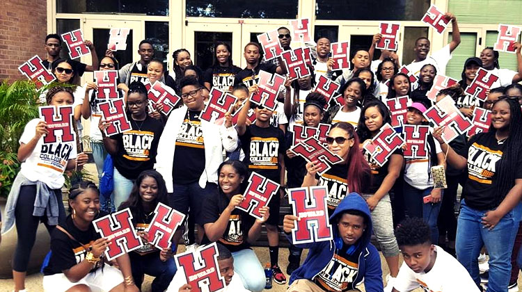 Students with the Stepping in the Right Direction HBCU College Tour visits Howard University.