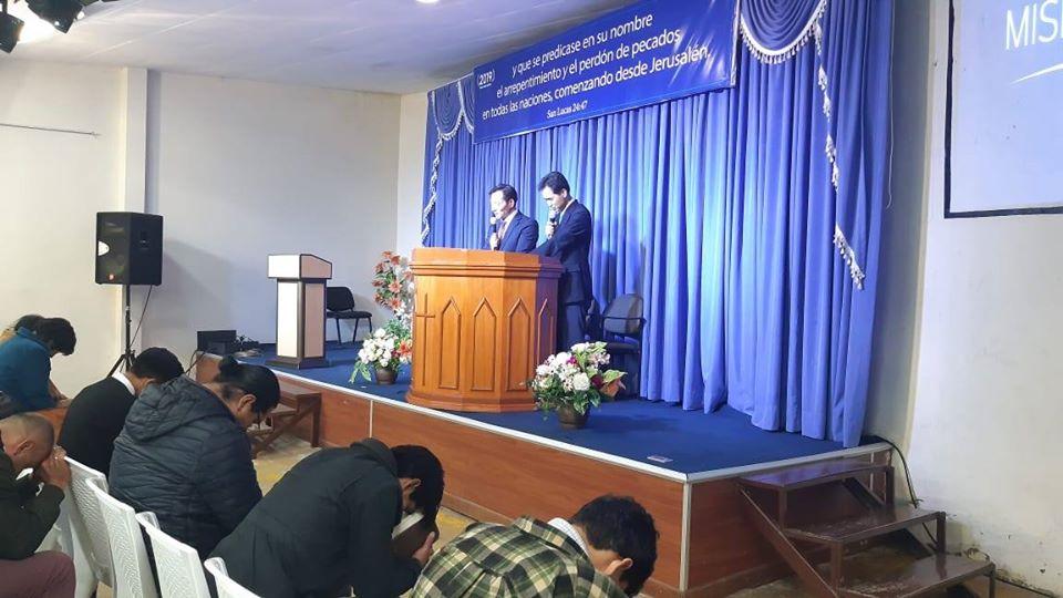 Park changkyu de Corea del sur. Visitando la Iglesia de La paz.