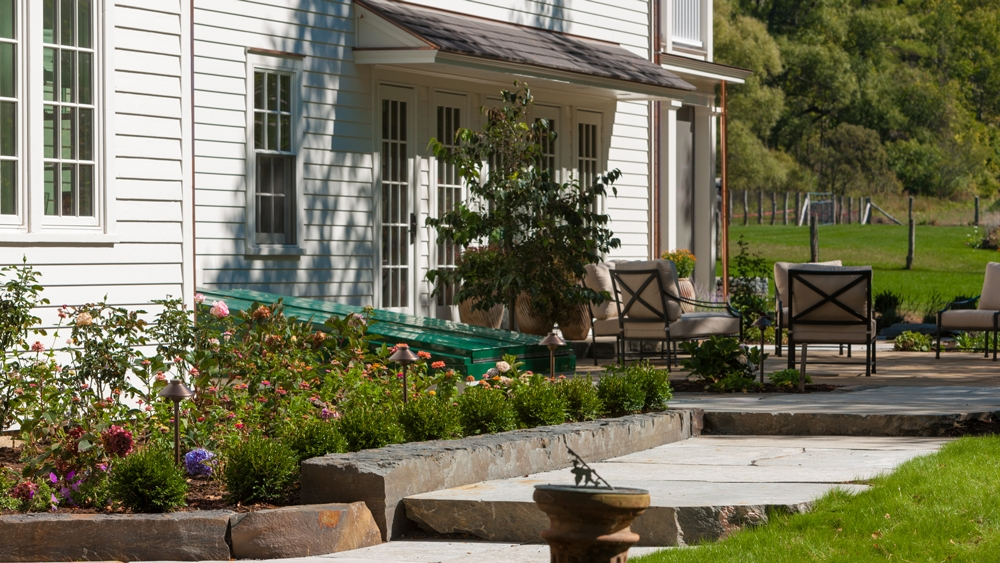 Large-Stone-borders-to-patio