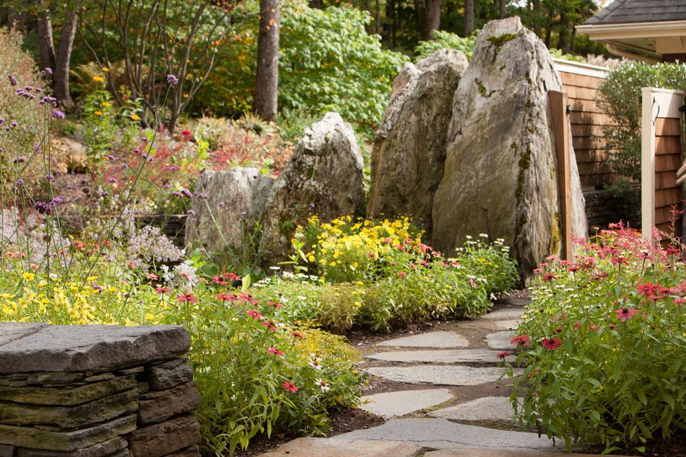Large-boulders-frame-the-pool-pool-gate