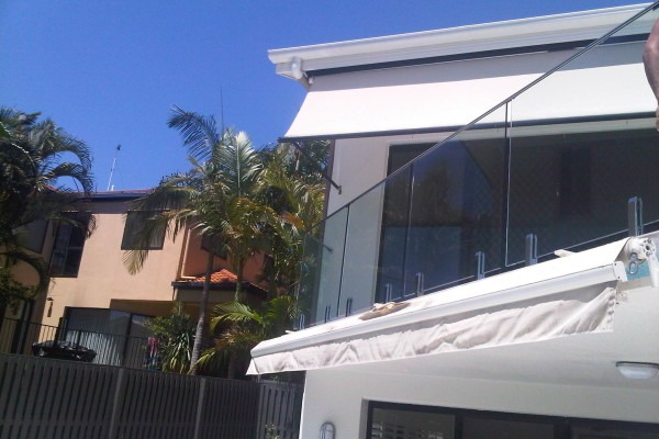Balustrade Frameless Top Fixed with Top Rail