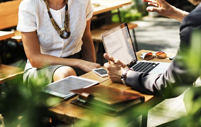 La importancia del Networking para conseguir trabajo en Berlín suele estar subestimada a pesar de ser una gran fuente de trabajo aunque más lenta.